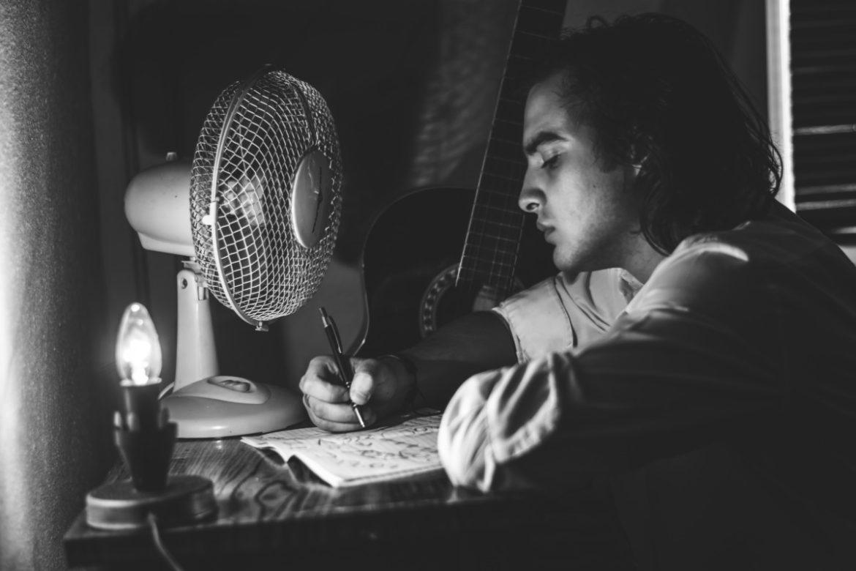 Phương pháp Reversal & Reality Contrast trong khi làm Writing